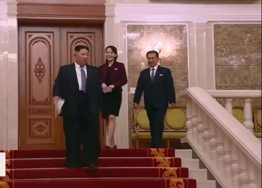 Nordkorea Kim Jong un Januar 2018 Ausschnitt 6 Treppe